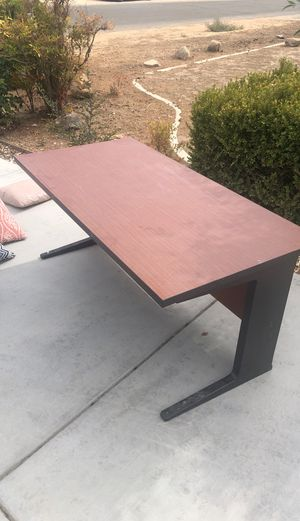 MUST GO: Desk for Sale in Apple Valley, CA