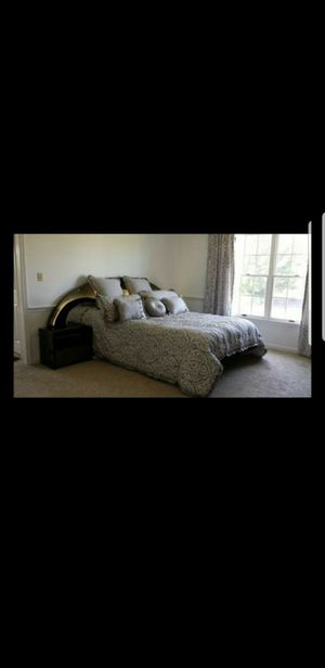 Beautiful black Queen bedroom furniture set for Sale in Macungie, PA