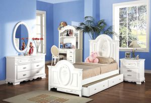 Bed set for sale, wear and tear normal for Sale in Las Vegas, NV