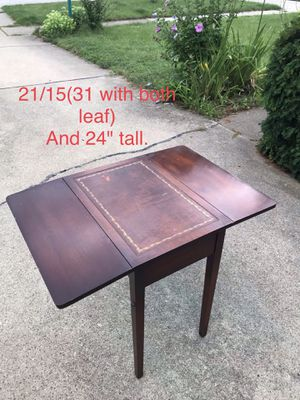 Vintage drop leaf coffee /end table. for Sale in Des Plaines, IL