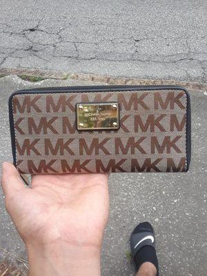 MICHAEL KORS girls wallet for Sale in Tampa, FL