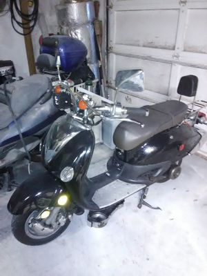 "50cc motor with 424 miles+Misc. Parts Might Deliver""Read before messaging"" for Sale in St. Petersburg, FL"