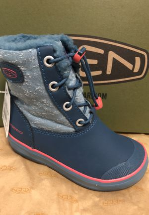 Snow boots kids size 10 for Sale in Dallas, TX