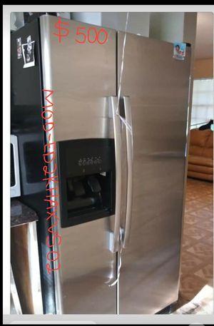 Refrigerator wirlpool for Sale in Grand Prairie, TX