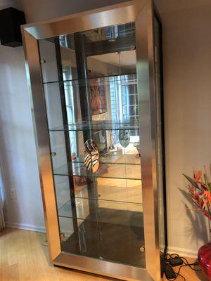 Beautiful, Contemporary Cristallo Curios w/ Glass Shelves & Mirrored Back for Sale in Princeton, NJ