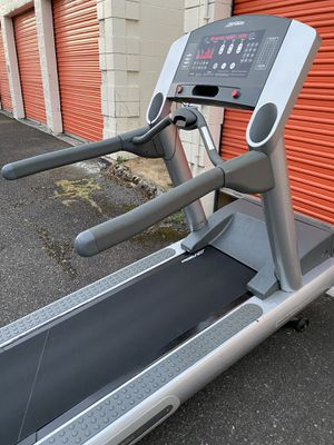 COMMERCIAL LIFE FITNESS TREADMILL, GYM, WORKOUT, GYM EQUIPMENT for Sale in Renton, WA