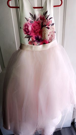 Flower girl dresses (2) (size 2 & 7) for Sale in Aurora, CO
