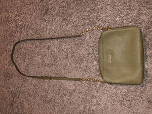 OLIVE GREEN MICHAEL KORS CROSS BODY BAG for Sale in NO BRENTWOOD, MD