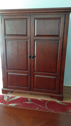 Cherry tv cabinet for Sale in Pensacola, FL