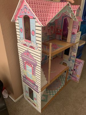Doll house - good condition for Sale in Moreno Valley, CA