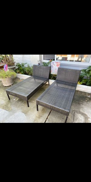 Two wicker Long chirs, and two regular chairs for patio or pool for Sale in Garden Grove, CA