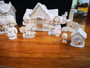 Vintage Collectible Precious Moments Sugar Town by Enesco Set ( 14 pieces in total) for Sale in Yonkers, NY