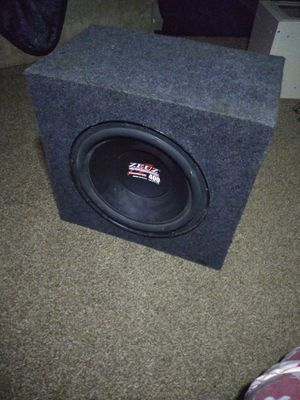 Zeuz subwoofer in box for Sale in Ashtabula, OH