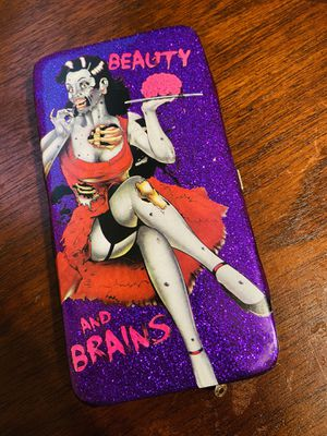 Cool Beauty And Brains Clutch Wallet.. Great For Your Collection for Sale in San Antonio, TX