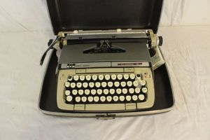 Smith Corona Classic 12 vintage typewriter. for Sale in Glendale, CA