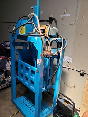 Vertical Clothing Recycling Baler Compactor 30T 11kw Engines Single Phase for Sale in Orlando, FL
