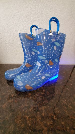 Size 2 Kids Rain Boots, Waterproof Light up Boots with Easy-on Handles unisex for Sale in Bakersfield, CA