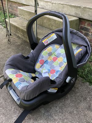 Baby Trend car seat and base for Sale in Clarksville, TN