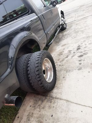 F350 dually rims with adapters for Sale in Hialeah, FL