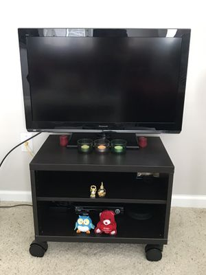 """Panasonic 32"""" Class Viera LCD TV with Tv Stand for Sale in Dublin, OH"""