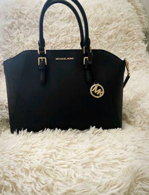 Authentic Michael Kors (BIG) size in excellent condition inside and out $100 price is firm for Sale in Tolleson, AZ