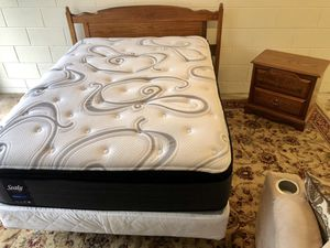 Full Size Sealy Posturepedic Mattress & Box Spring Bedroom Set for Sale in Brandon, FL