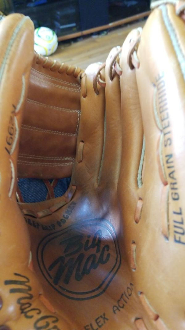 MacGregor right hand throw basenall/softball glove used in great condition 12""
