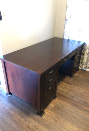 Large professional office desk for Sale in Lincoln Acres, CA