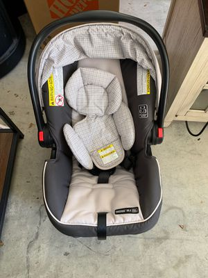 Graco snugride car seat and baby carrier for Sale in Tampa, FL
