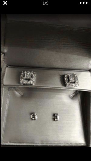 1CT TW White Gold Diamond Earrings for Sale in Chicago, IL