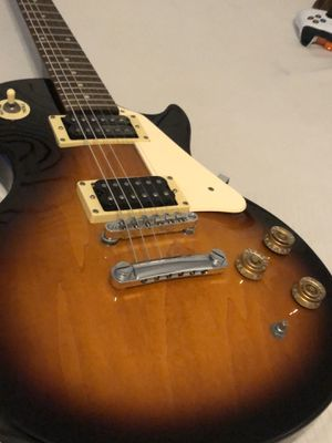 2006 les Paul 100 epiphone electric Guitar for Sale in ROCKAWAY BEAC, NY