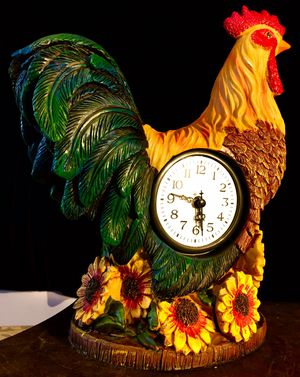 Beautiful desk clock Colorful Rooster sculpture H12xL10xW5 inch for Sale in Chandler, AZ