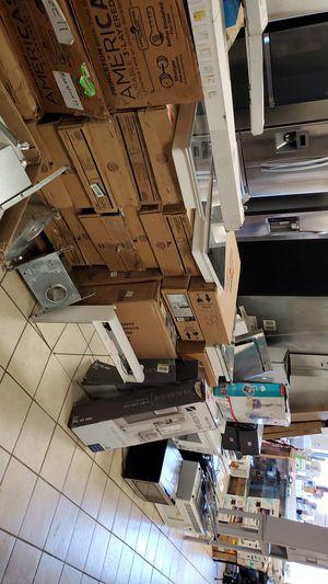 Bathroom appliance pallet for Sale in Detroit, MI