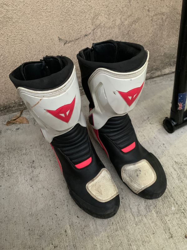 Dainese woman's size 7 fits more like an 8