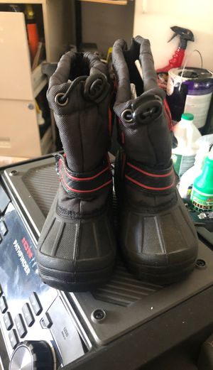 Kids snow boots shoes size 8 for Sale in Tracy, CA