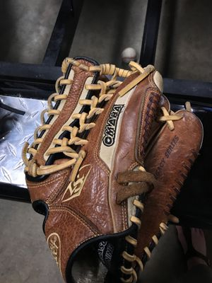 "Louisville Slugger Glove Right 12 3/4"" OLBN6D1275 for Sale in West Linn, OR"