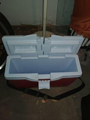Locking lid cooler for Sale in Denver, CO