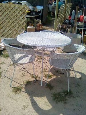 Vintage wicker patio set for Sale in Backus, MN
