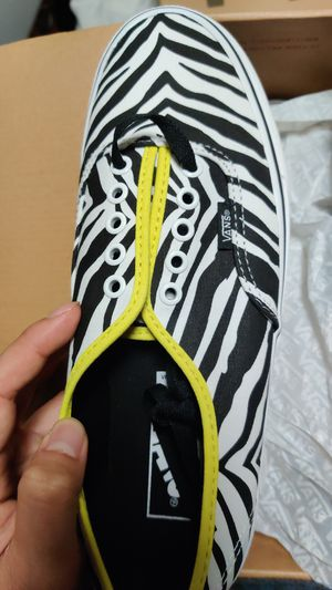 Vans zebra size 9 for Sale in Sacramento, CA