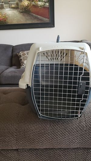 Medium size dog crate. 16 high, 16 wide, 25 inches long for Sale in Wildomar, CA