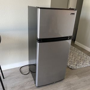 Magic Chef 4.3 cu. ft. Mini Fridge in Stainless Look for Sale in Westminster, CA