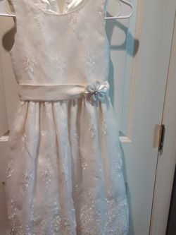White Creme Dress With Flower Pattern for Sale in Tracy,  CA