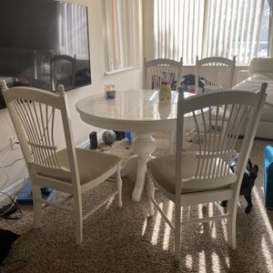 Free Table And Chairs for Sale in West Palm Beach, FL