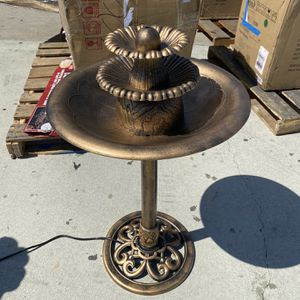 Plastic Bird Bath Fountain for Sale in Bell Gardens, CA