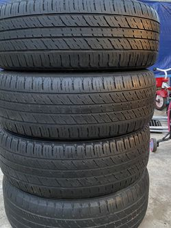Set of 4 235/60/18 kumho for Sale in Bakersfield,  CA