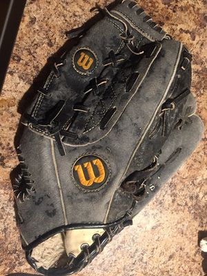 Wilson left handed baseball glove for Sale in Lynnwood, WA