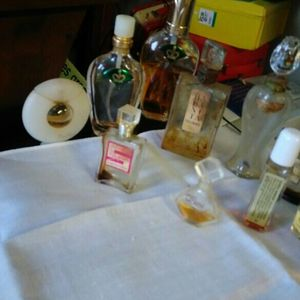 Vintage Perfume Bottles for Sale in Everett, WA