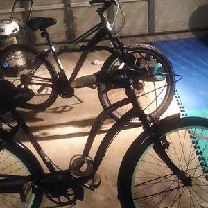Two Schwinn Bikes 1 Cruiser 1 Mountain Bike for Sale in Bradenton, FL