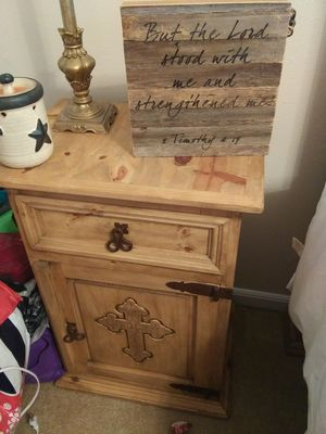 Honey oak Rustic Queen Post bed set. for Sale in Leesville, LA