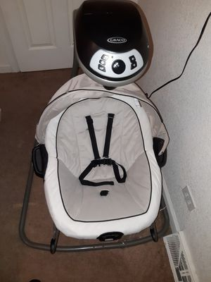 Baby swing and bouncer for Sale in Lakewood, CO